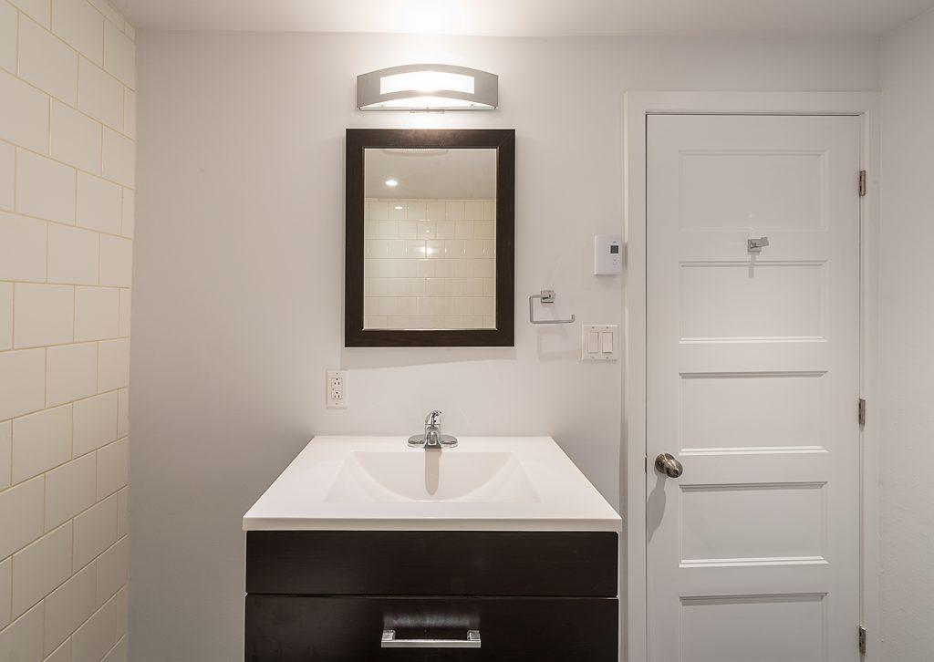 Damasco-rue-Delinelle-Bathroom